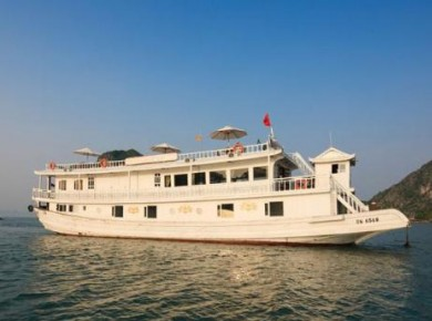 Cruise aboard a private Junk in Halong Bay