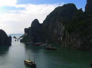 Luxury cruise in Halong Bay
