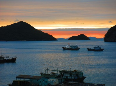 Go with the flow in CatBa Archipelago