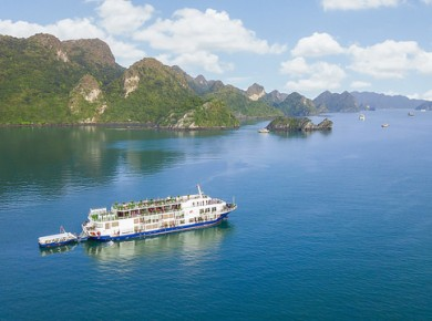 Romantic cruise on Cat Ba island