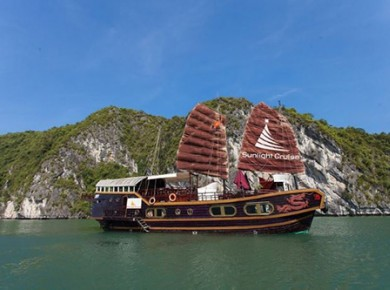 Cruise in Cat Ba island (small group)