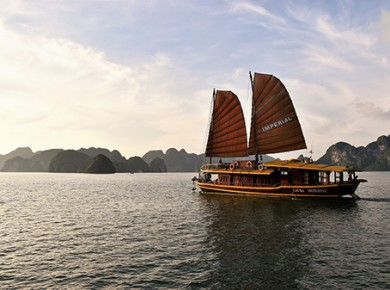 Discovering Lan Ha bay and Halong bay